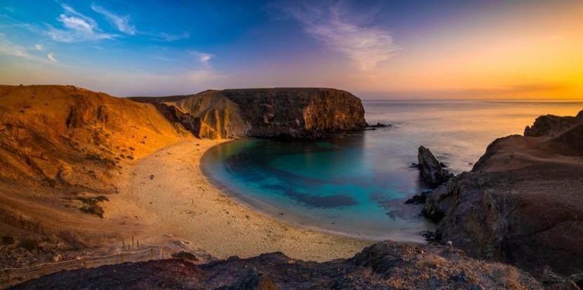Západ slunce na pláži Papagayo