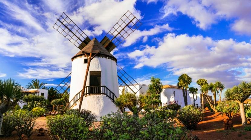 Tradiční větrné mlýny na Fuerteventuře