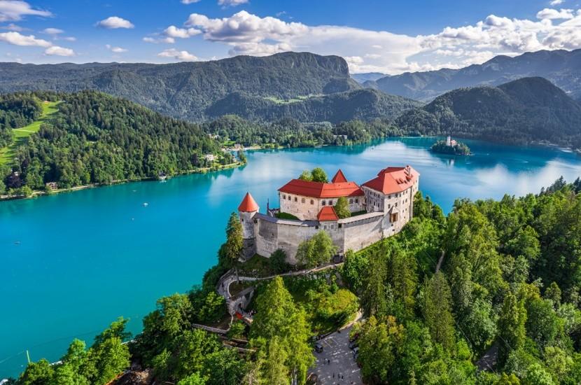 Jezero Bled je symbolem Slovinska
