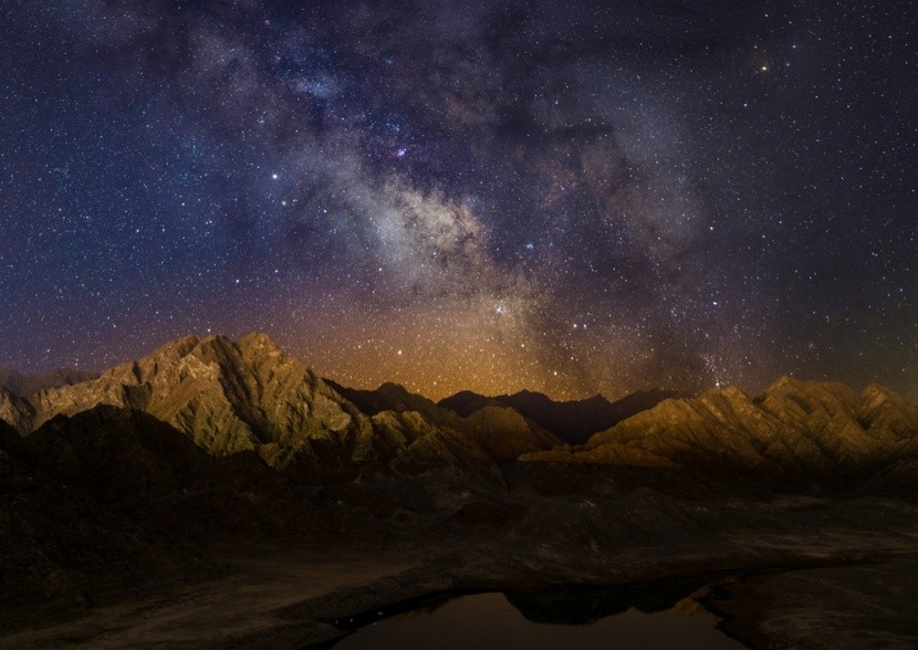Mléčná dráha nad nádrží Hatta