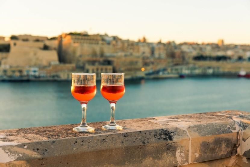 Víno se západem slunce ve Vallettě