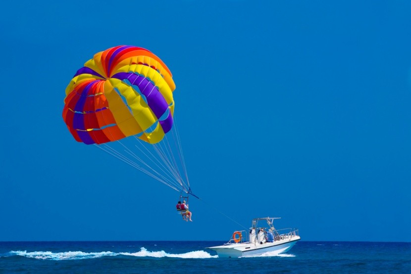 Parasailing na ostrově Rhodos